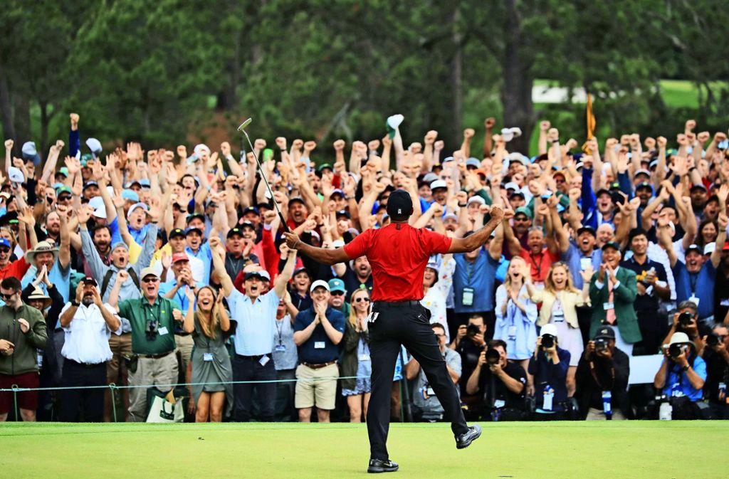 Der Moment des Sieges: Tiger Woods ist endgültig zurück in der Weltspitze des Golfsports. Foto: Getty