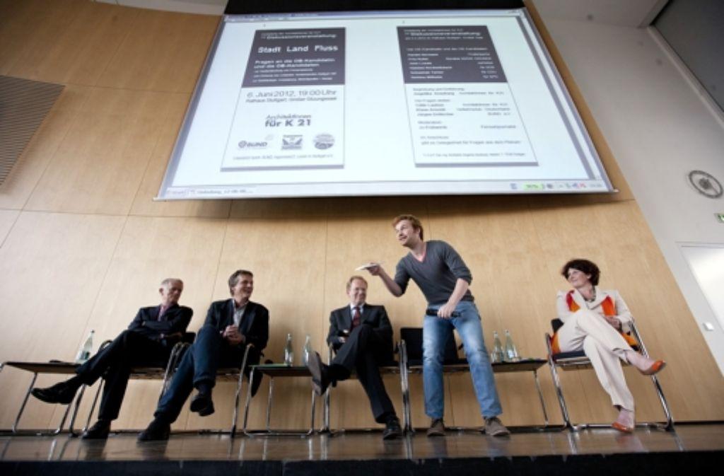 Auf dem Podium: die Bewerber Kuhn, Foto: Steinert