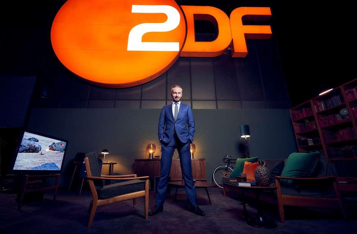 Kurz vor der Sommerpause: Jan Böhmermann in der ZDF-Deko Foto: ZDF/Jens Koch