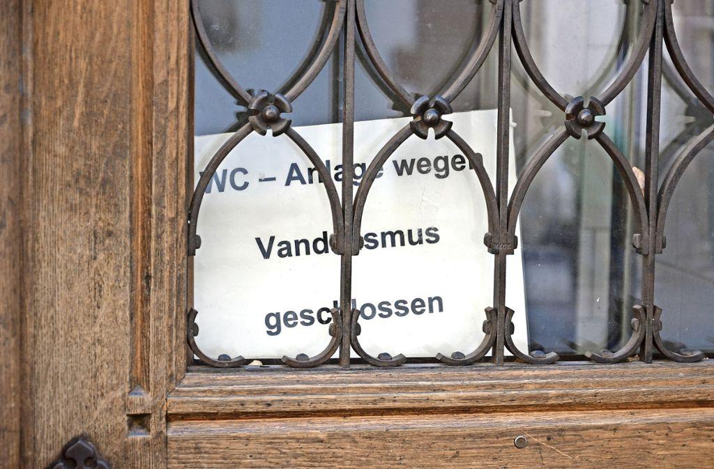 Die Toilette im Alten Rathaus wurde Anfang des Jahres beschädigt und war  knapp einen Monat geschlossen . Foto: Patrick Kuolt