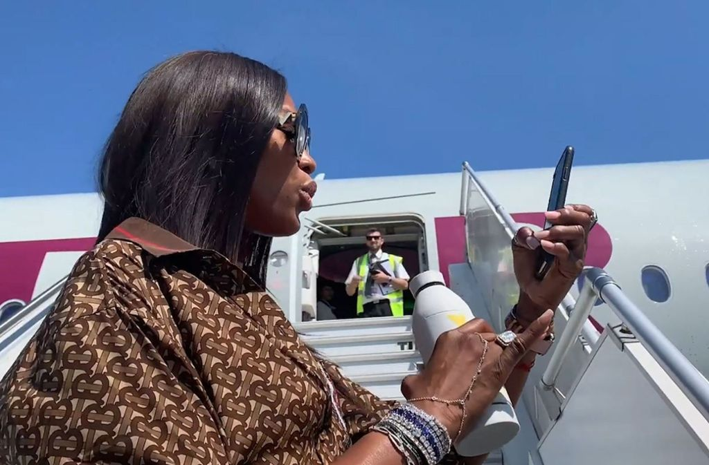 Diva Naomi Campbell mag es im Flieger keimfrei. Foto: Promi News by Bit Project