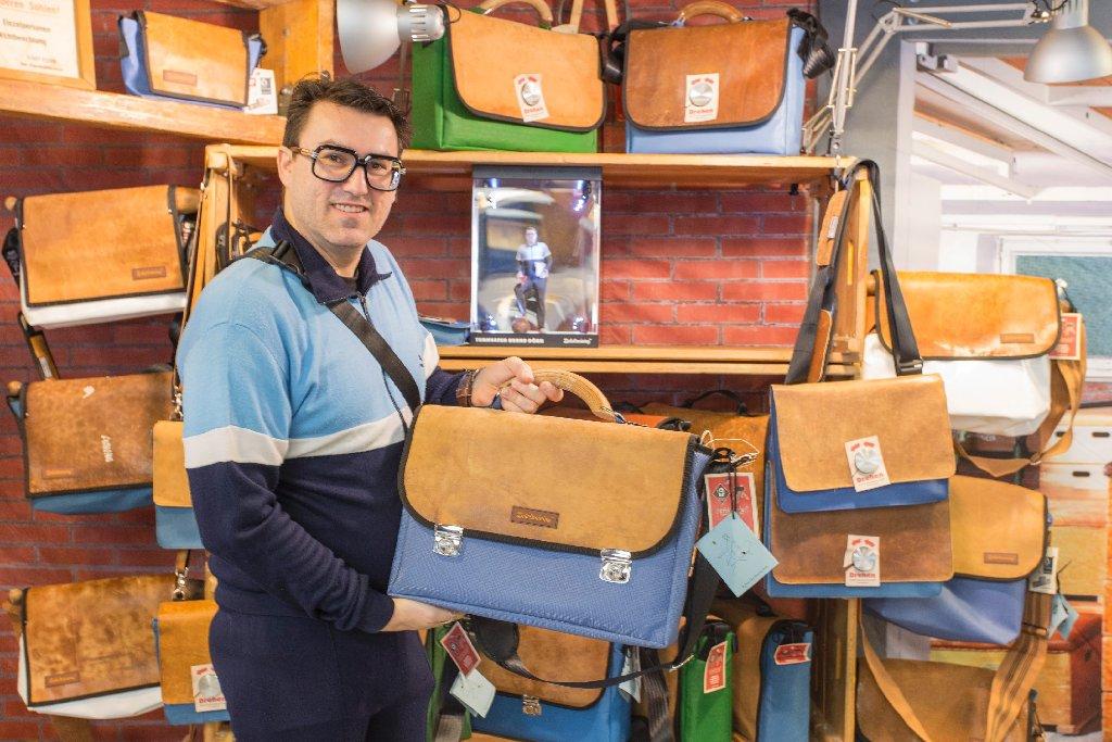 Schicke Taschen aus alten Sportmatratzen - typisch Blickfang in Stuttgart. Foto: www.7aktuell.de | Frank Herlinger