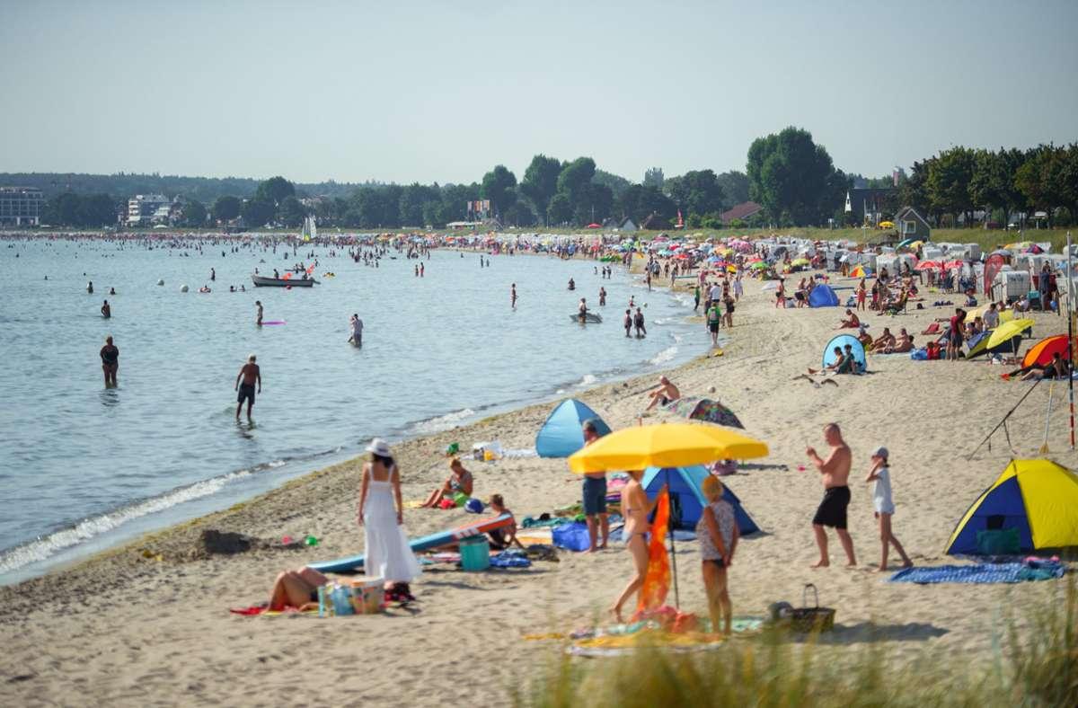 Die Ostsee ist ein beliebter Badeort  – aber ihr Zustand ist laut Forschern durchwachsen. (Archivbild) Foto: dpa/Gregor Fischer