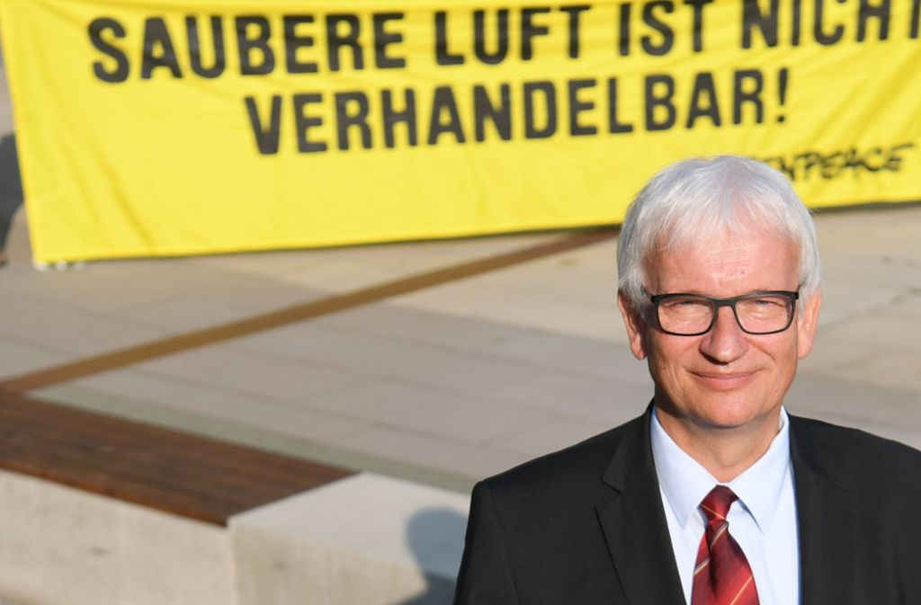 Der DUH-Bundesgeschäftsführer Jürgen Resch wirft der Bundesregierung vor, die Machenschaften der Autoindustrie jahrelang deckt zu haben. Foto: dpa