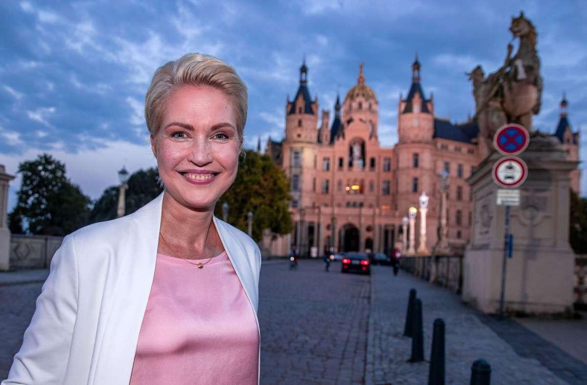 Manuela Schwesig kündigte am Mittwoch Koalitionsverhandlungen mit der Partei Die Linke an. (Archivbild) Foto: dpa/Jens Büttner