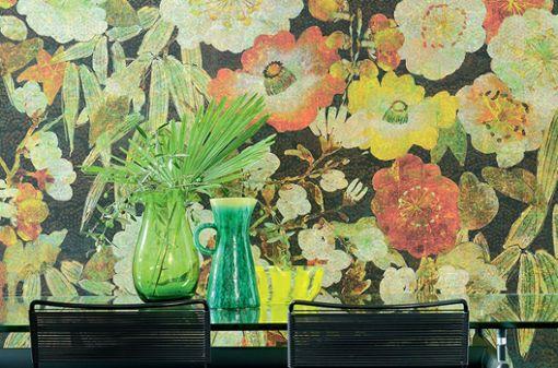 """Die Tapete """"Soleil levant"""" von Élitis ist von der Blütenpracht japanischer Kimonos inspiriert."""