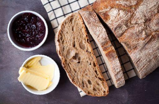 Brot backen ohne Hefe geht - zum Beispiel mit Sauerteig.