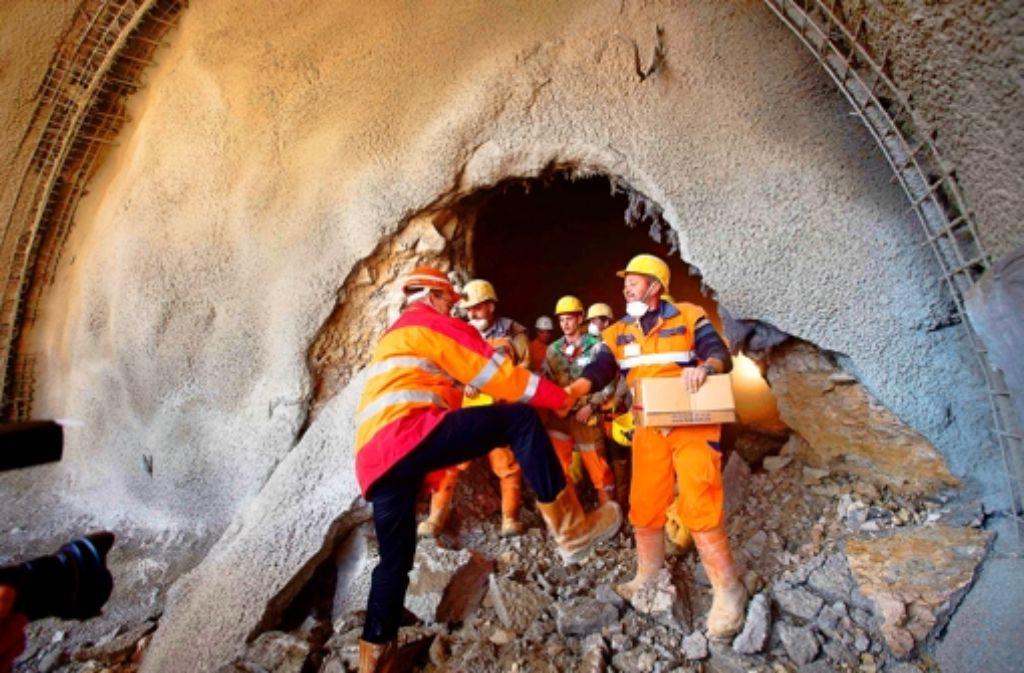 Die erste kleine Etappe ist geschafft: Am Mittwoch gab es beim Steinbühltunnel an der Neubaustrecke Wendlingen-Ulm einen Tunneldurchschlag. In unserer Bildergalerie sehen Sie weitere Impressionen. Foto: Michael Steinert