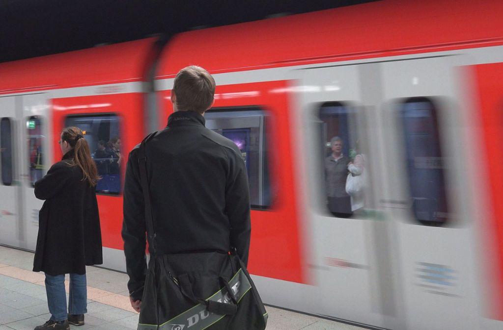 Ein Zwischenfall in einer S-Bahn der Linie S5 wird nun von der Bundespolizei ermittelt (Symbolfoto). Foto: 7aktuell.de//Oskar Eyb