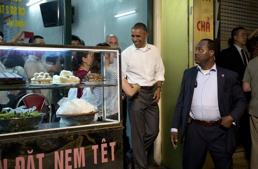 Obama isst für sechs Dollar in der Straßenküche