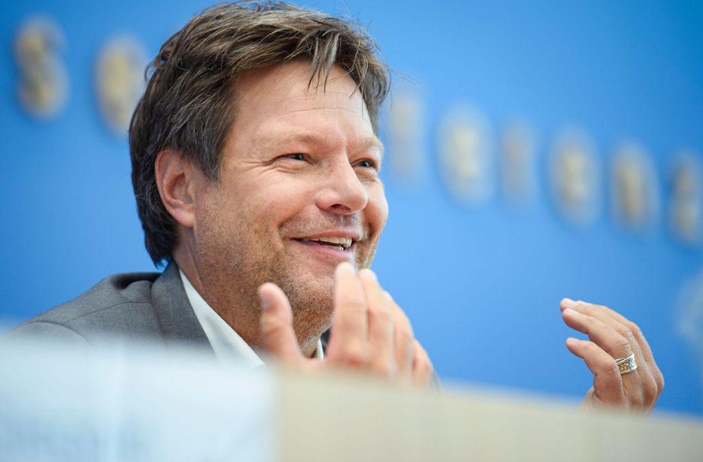 Bei solchen Zustimmungswerten hat Grünen-Chef Robert Habeck gut lachen. Foto: dpa