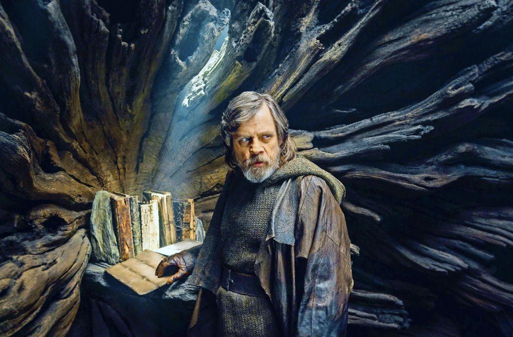 Luke Skywalker (Mark Hamill) bewahrt die Gründungsschriften des Jedi-Ordens auf – doch er  hat den Glauben verloren. Foto: Verleih