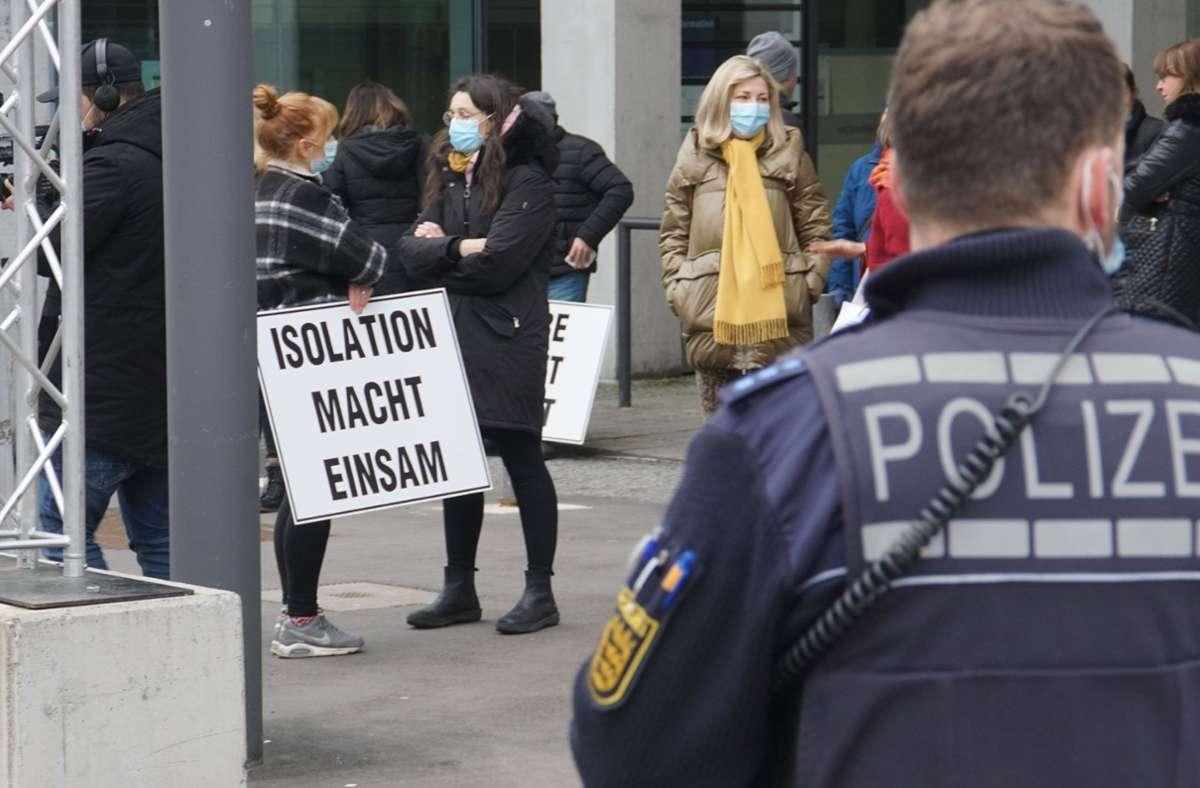 Die Demo in Pforzheim gegen die Corona-Regeln war nicht angemeldet. Die Hygiene- und Abstandsregeln wurden aber laut Polizei eingehalten. Foto: SDMG/SDMG / Gress