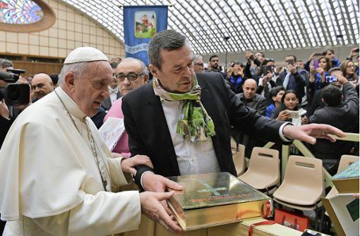 Der Papst hat jetzt eine Stuttgarter Bibel