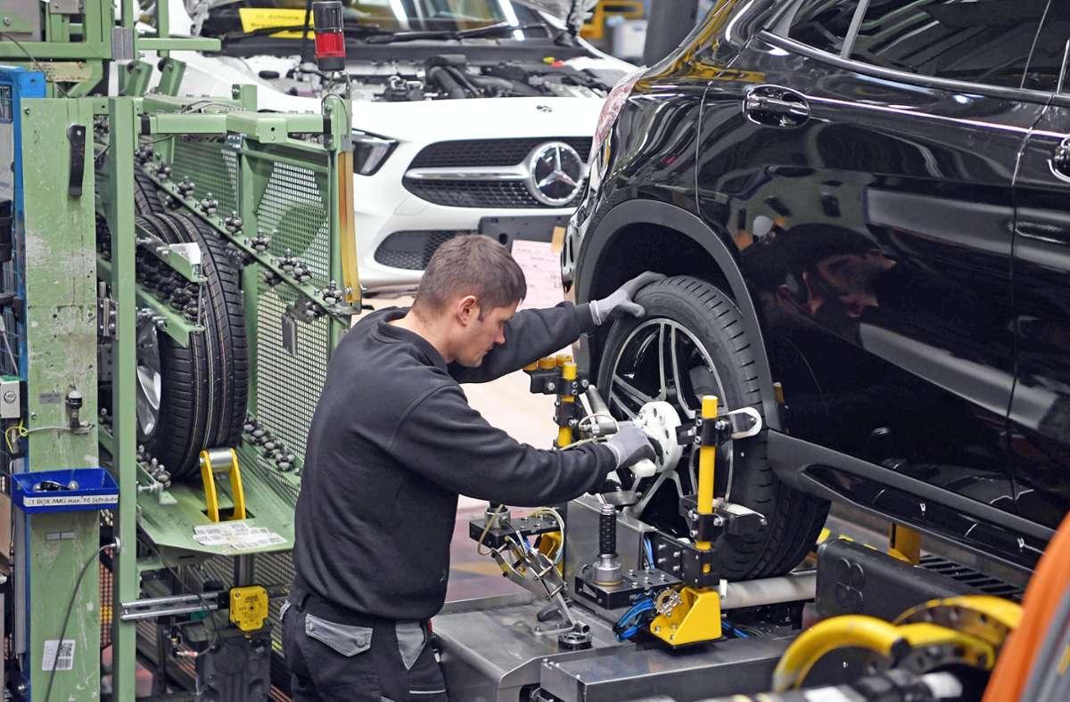 Ein Blick in die Rastatter Mercedes-Produktion Foto: picture alliance/dpa/Uli Deck