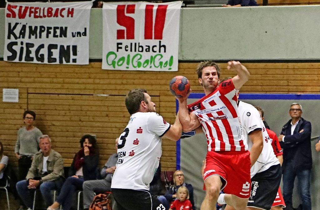 Andreas Blodig (mit Ball) hat entscheidenden Anteil am Fellbacher Punktgewinn. Foto: Patricia Sigerist