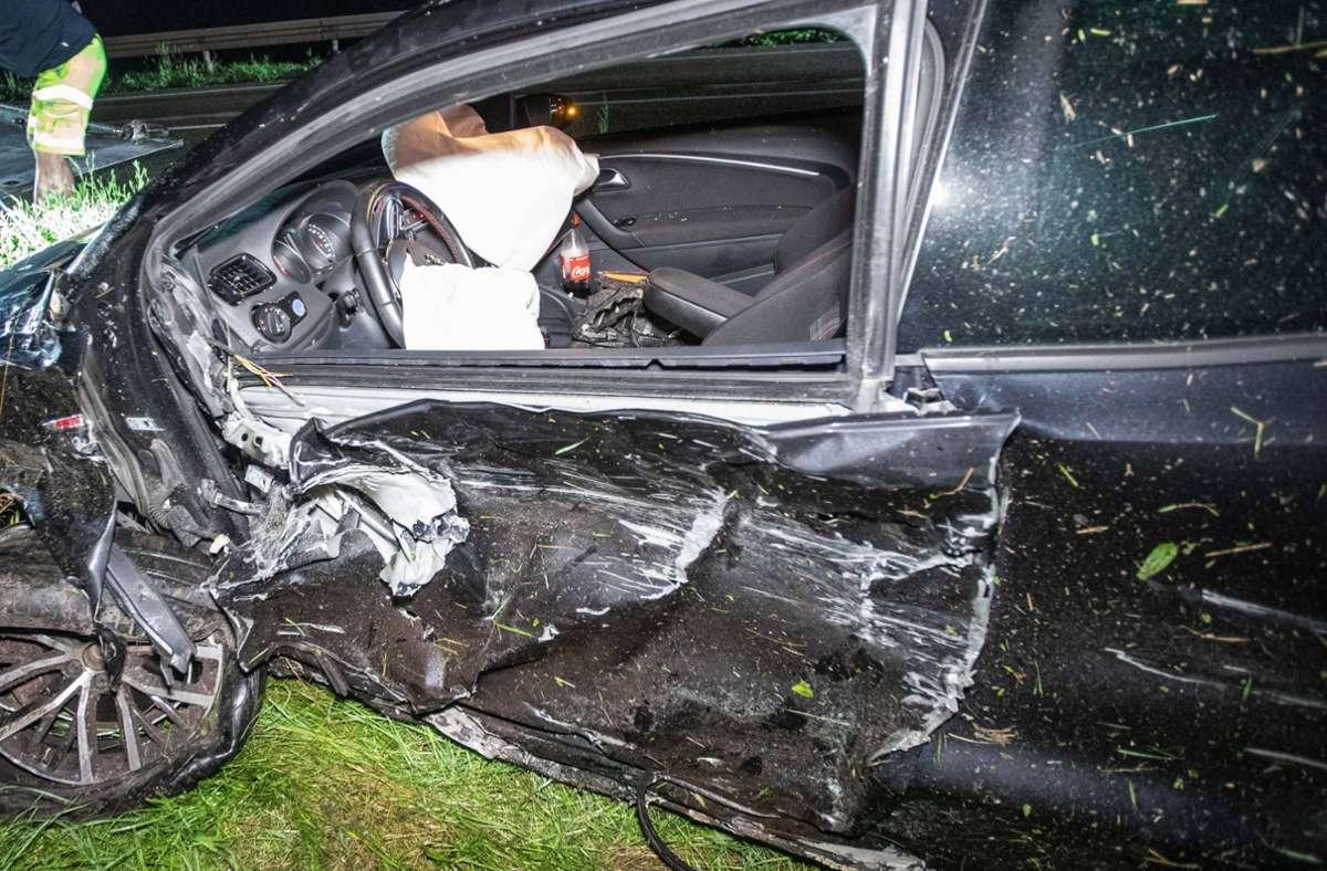 Zwei Personen wurden bei dem Unfall am Freitagabend schwer verletzt. Foto: 7aktuell.de/Simon Adomat