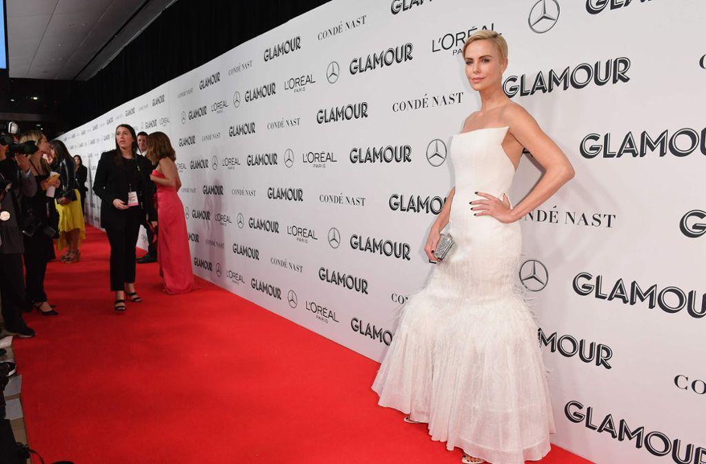 """Schauspielerin Charlize Theron wird als """"Rebellin"""" mit dem Glamour-Award ausgezeichnet. Foto: AFP/ANGELA WEISS"""
