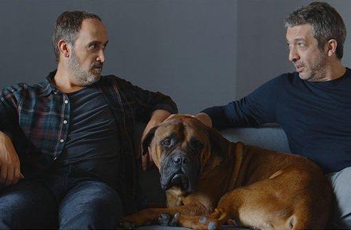 Dicke Freunde (von links: Javier Cámara, Hund Truman und Ricardo Darín) halten auch angesichts des Todes zusammen. Foto: Ascot Elite