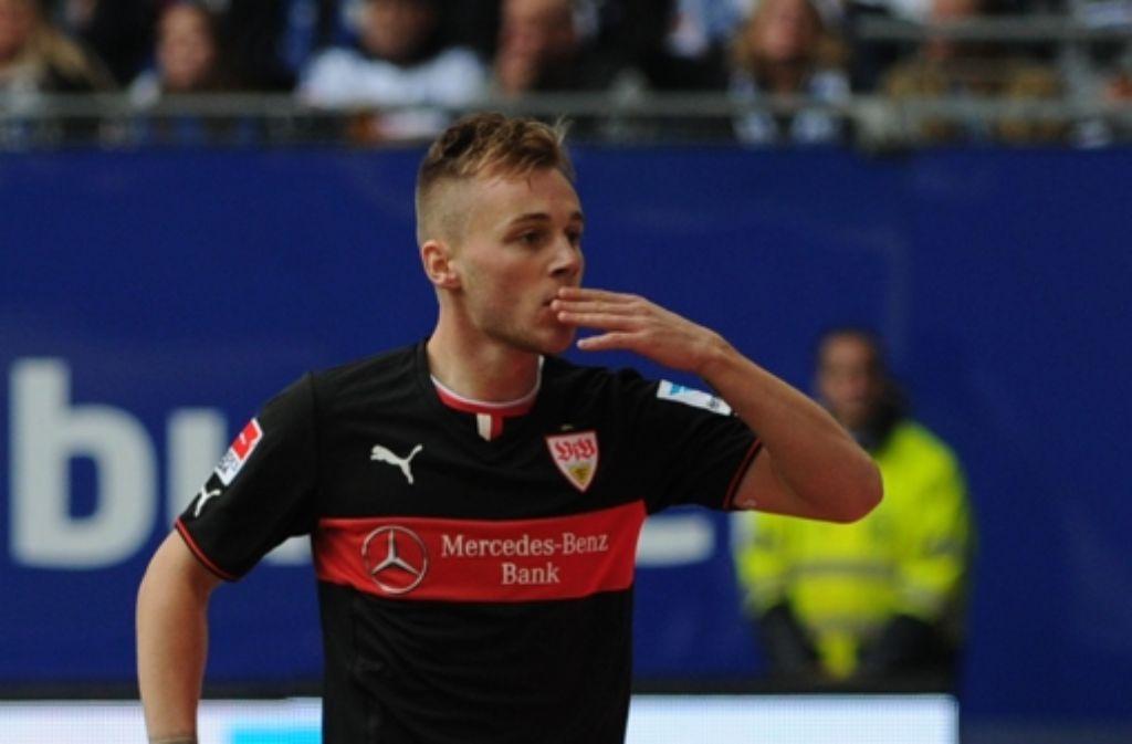 Torschütze Maxim: ein Küsschen für die Mitspieler. Weitere Bilder vom 3:3 der Stuttgarter in Hamburg gibt es in der folgenden Fotostrecke. Foto: