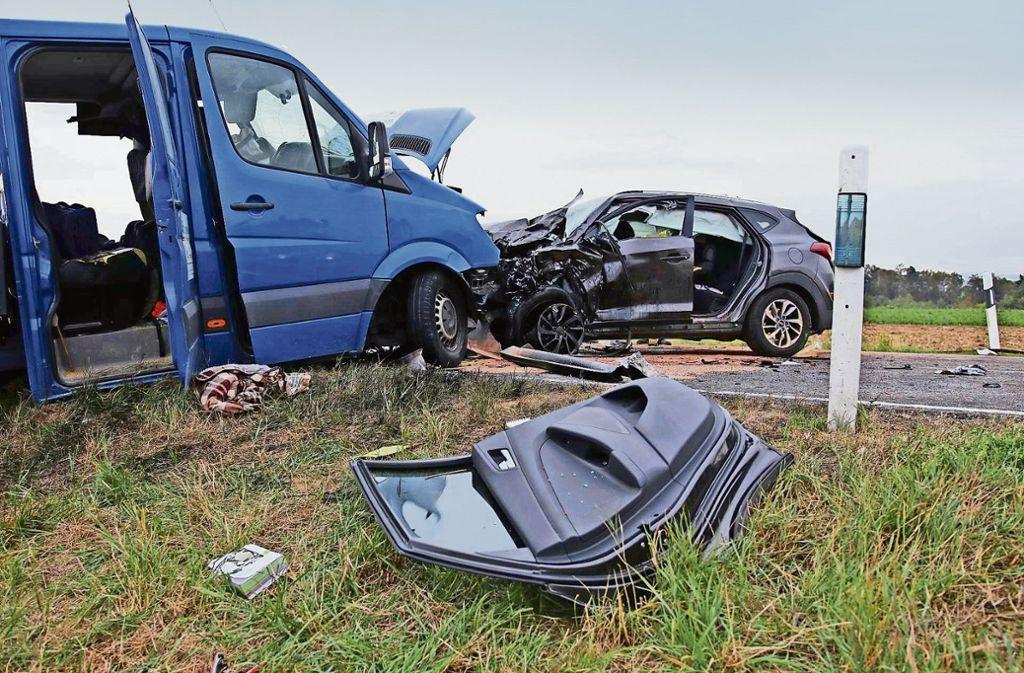Zwei Menschen wurden bei dem Unfall am Montag schwer verletzt. Foto: 7aktuell/Lermer