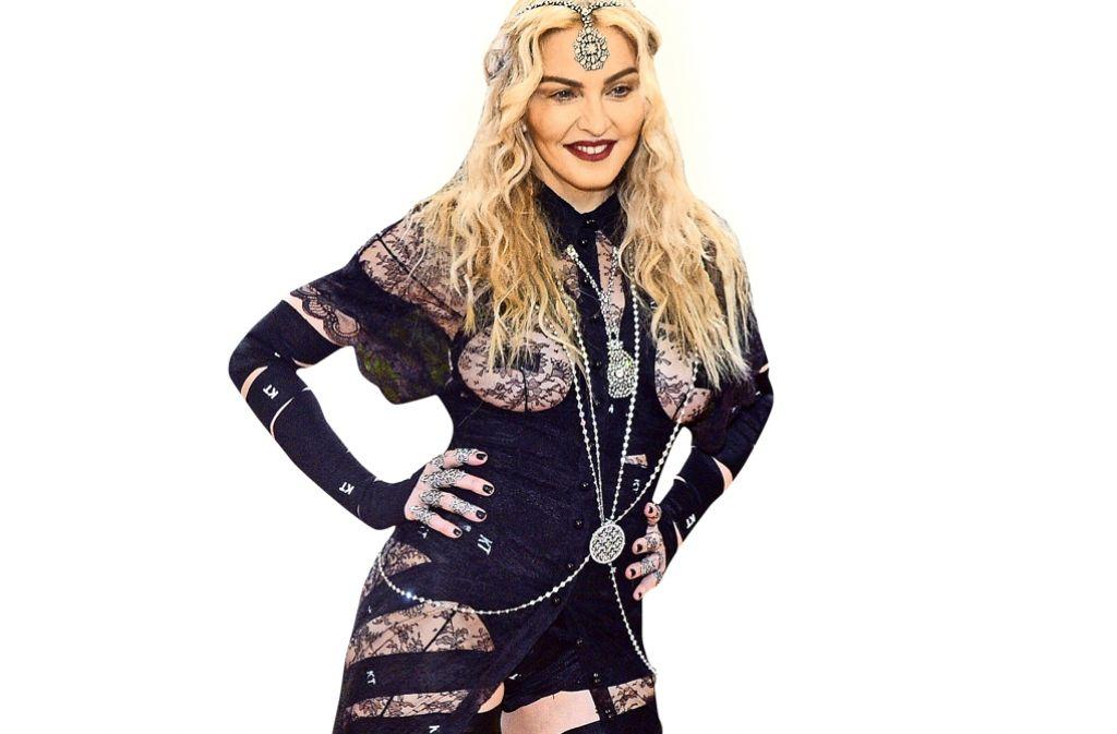Provokation ist Madonnas Markenzeichen – trotzdem regen sich alle über ihr Outfit auf. Foto: AP