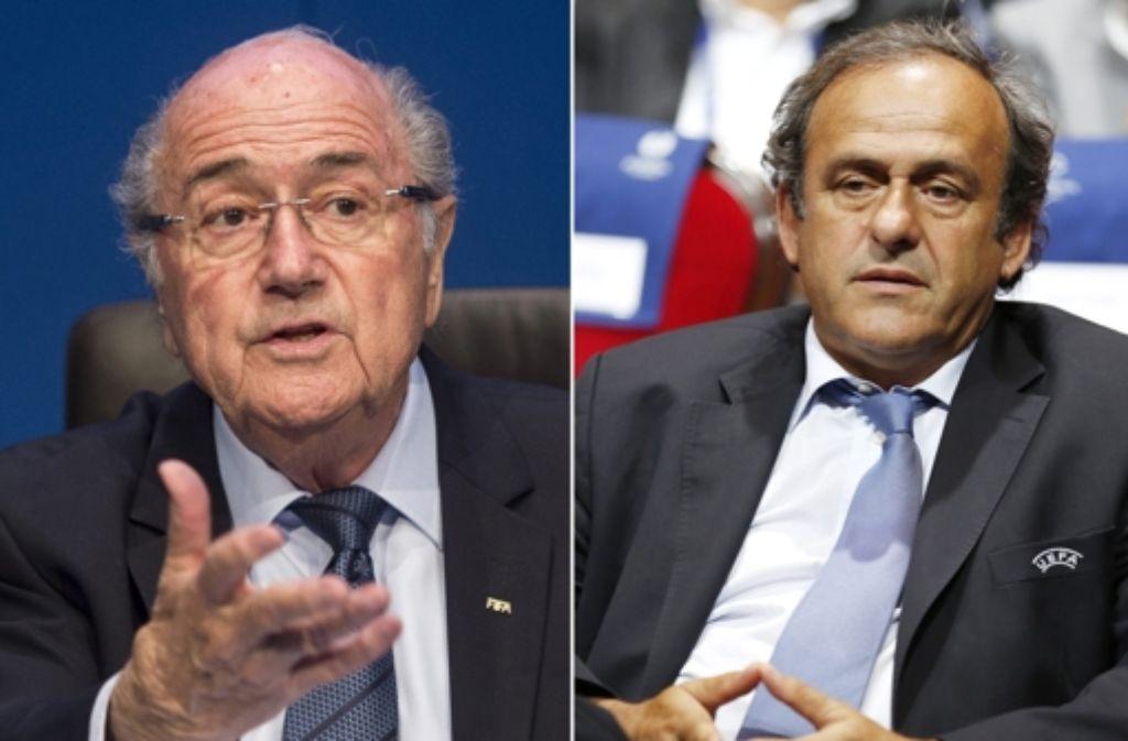 Joseph Blatter (links) und Michel Platini waren am 7. Oktober für 90 Tage von allen Fußball-Aktivitäten auf nationaler und internationaler Ebene ausgeschlossen worden. (Archivfoto) Foto: dpa