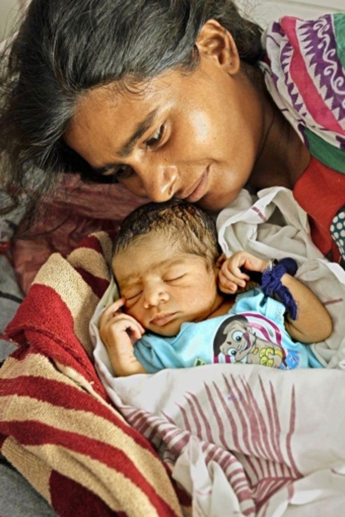 Mutter und Kind:   in Indien werden statistisch auffällig viele Jungen geboren. Foto: AFP
