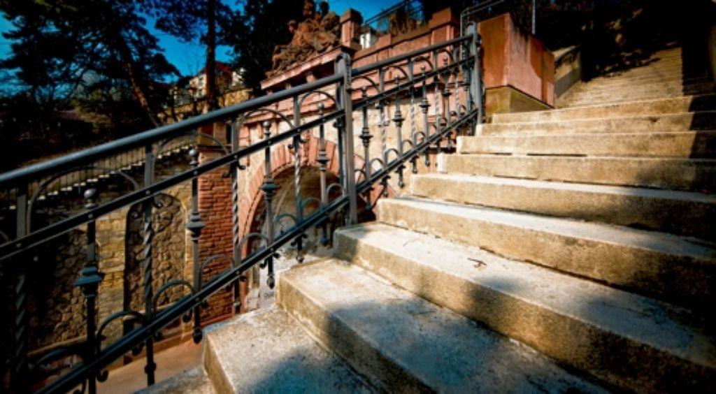 Die Steinfassade bröckelt,  daher sollen die historischen Treppenanlagen saniert werden. Foto: Gottfried Stoppel