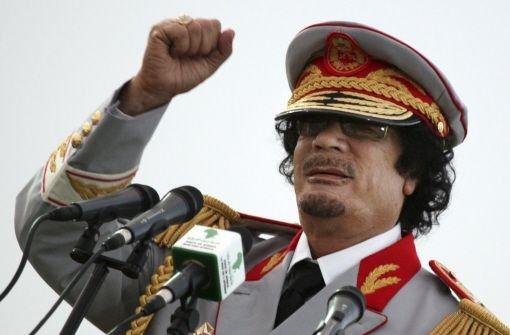 Gaddafi wurde in der Wüste beerdigt
