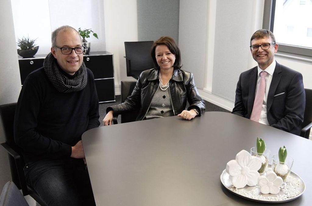 Gemeinsam mit Barbara Benz und ihrem architare Team entwickelten die Notare Andreas Lämmle und Timm Läpple ein maßgeschneidertes Konzept für ihre neuen Kanzleiräume in Nagold. Foto: architare