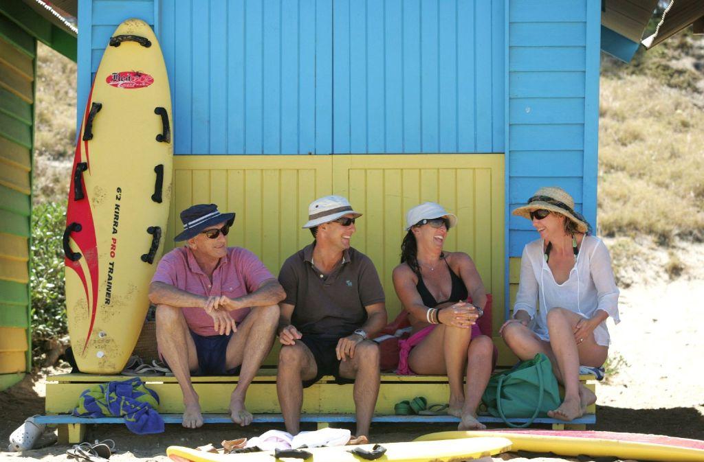 Sonnenbaden ist momentan am Strand in Melbourne eine bessere Alternative als schwimmen: Ungewöhnlich viel Wasser durch Regenfälle sorgte mitten im australischen Sommer dafür, dass Exkremente ins Meer geschwemmt wurden. (Symbolfoto) Foto: AP