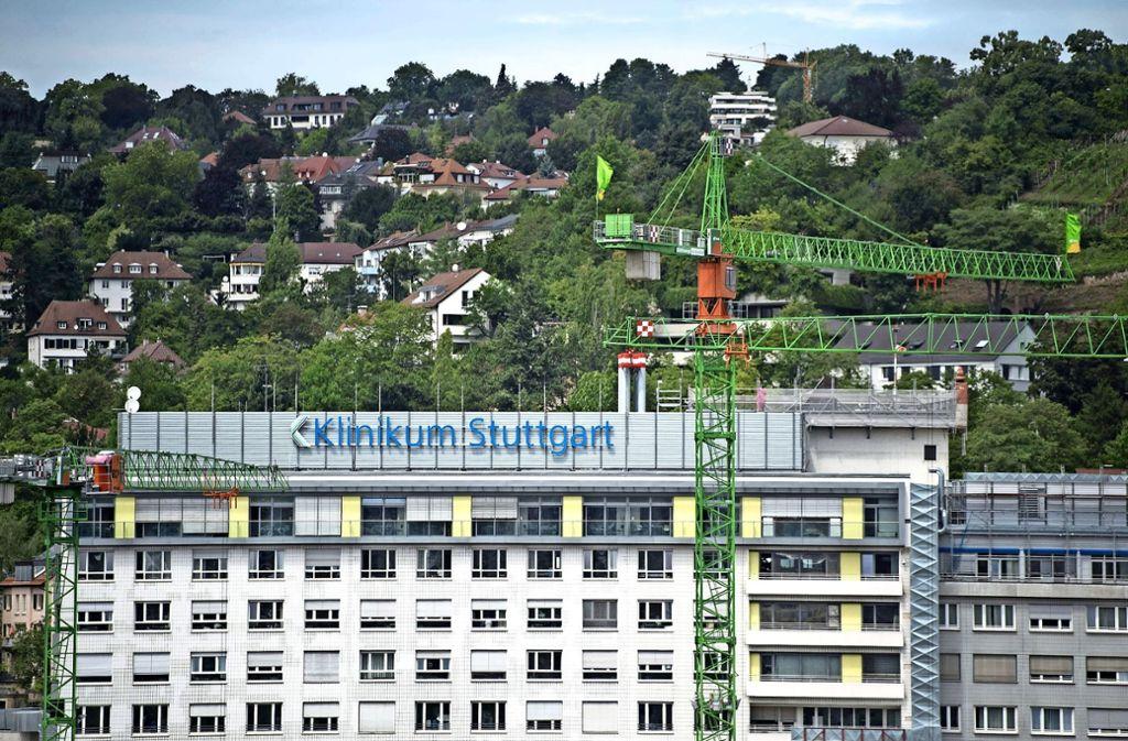 Das Klinikum Stuttgart ist wichtige Anlaufstelle in der Region für Patienten – im Moment ist es aber nicht nur positiv in den Schlagzeilen. Foto: dpa