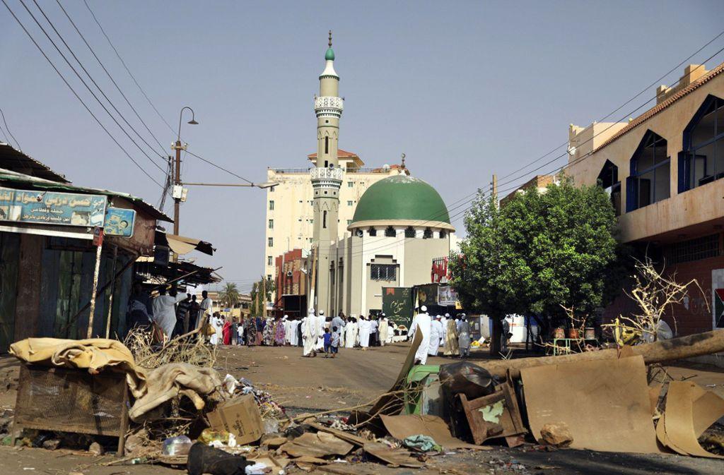 Straßenblockaden beherrschen das Bild in Khartum. Foto: AP