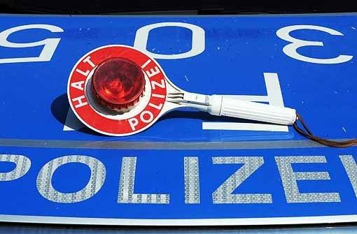 Eine Hochzeitsgesellschaft hat am Samstagnachmittag bei Wernau für eine erhebliche Blockierung der Bundesstraße 313 gesorgt. (Symbolbild) Foto: dpa (Symbolfoto)