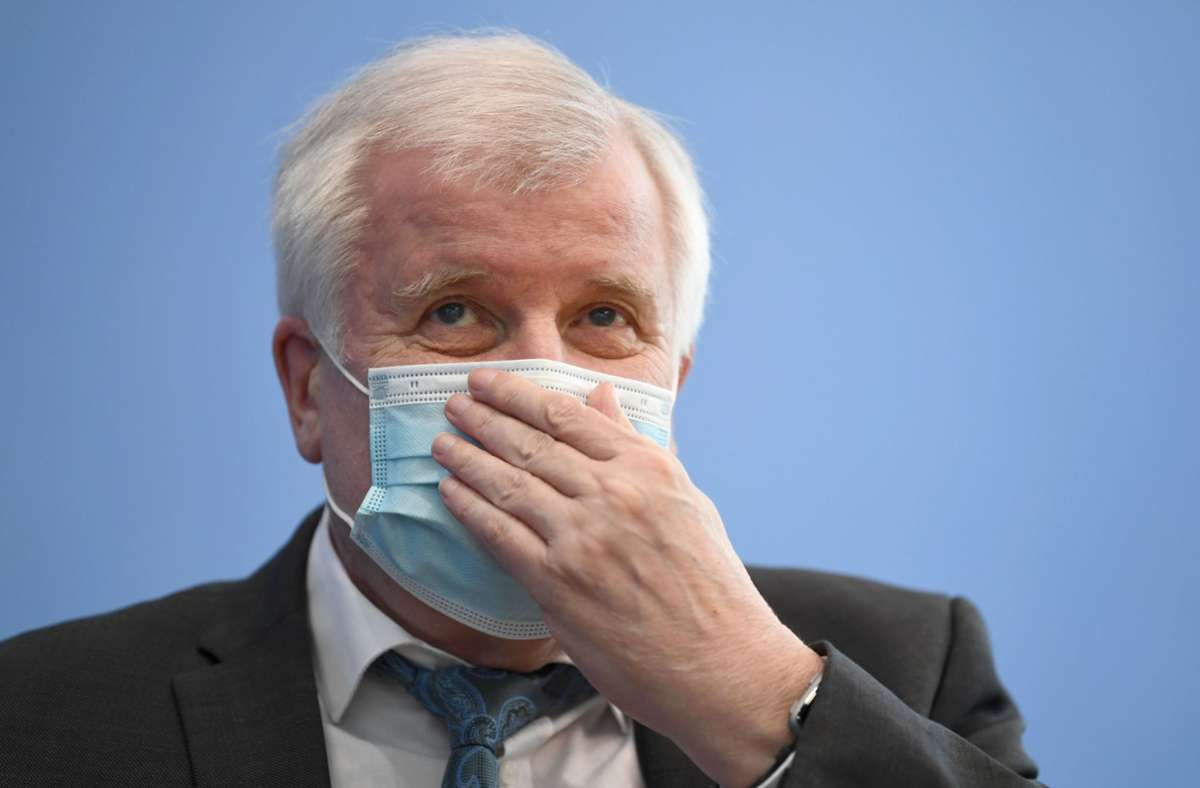 Horst Seehofer ist corona-positiv. (Archivbild) Foto: AFP/ANNEGRET HILSE