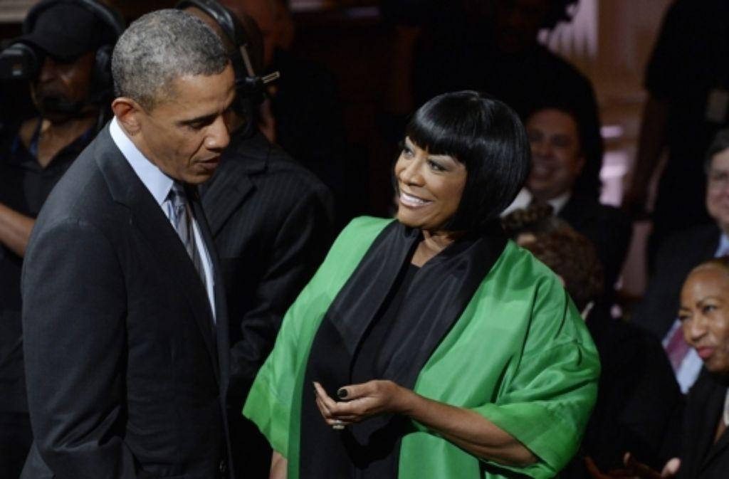 Kurzes Gespräch zwischen dem US-Präsidenten Barack Obama und Sängerin Patti LaBelle im Weißen Haus. Foto: dpa
