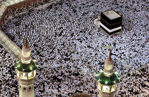 Muslime pilgern unter strengen Sicherheitsvorkehrungen