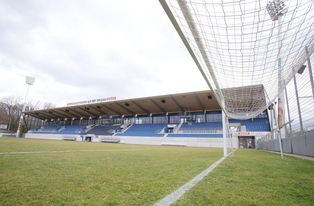 Im Gazi-Stadion ruht derzeit der Ball – doch virtuell war die Spielstätte auf der Waldau am Sonntag ausverkauft. Foto: Baumann