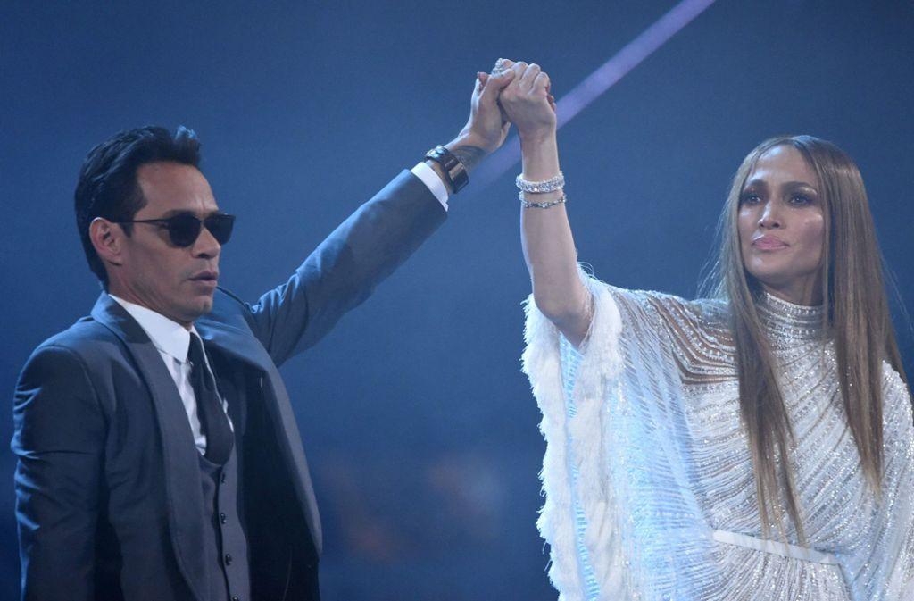 Ein Ex-Paar, das scheinbar gut miteinder kann: Jennifer Lopez und Marc Anthony bei den Latin Grammy Awards. Foto: AFP