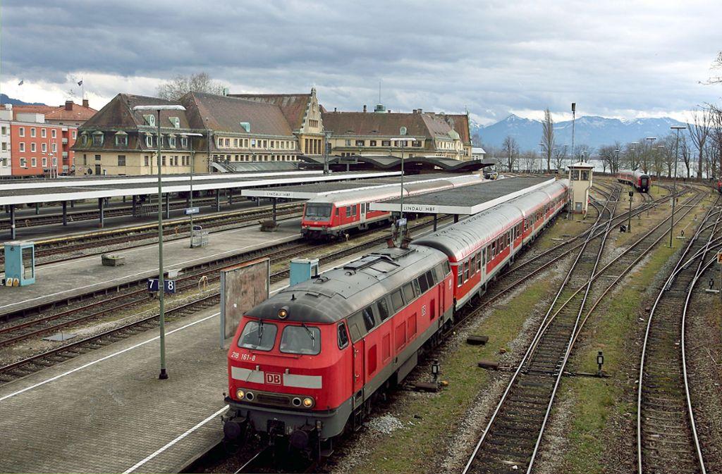 Zwischen Friedrichshafen und Lindau (Archivfoto) fahren bis Ende März keine Züge. Foto: dpa