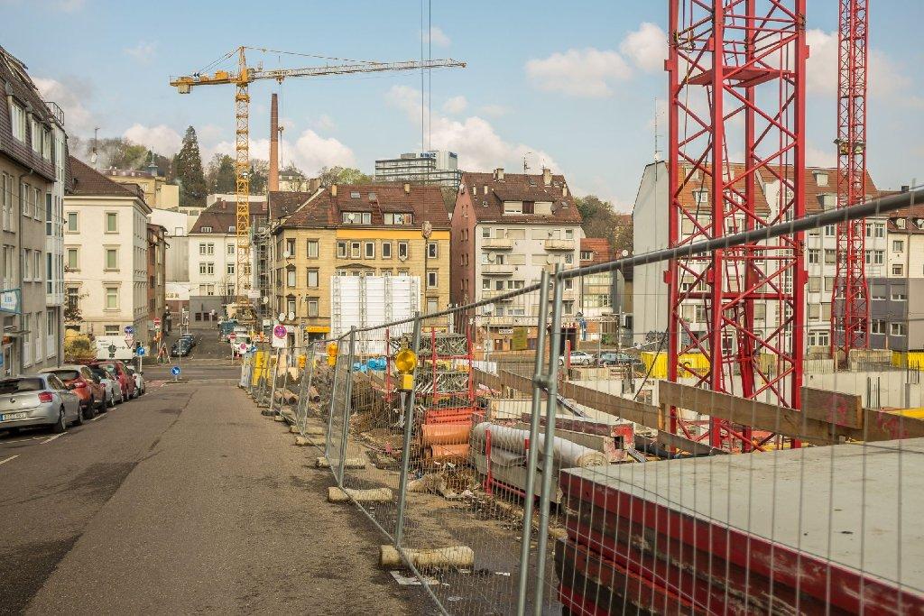 An der Hauptstätter Straße in Stuttgart-Süd entsteht auf dem Möbel Mammut-Gelände das Wohn- und Geschäftsgebäude Heusteig Living.  Foto: www.7aktuell.de | Florian Gerlach