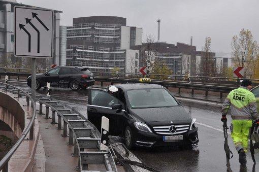 Taxi kracht mit Porsche zusammen