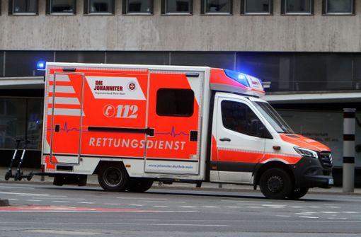 Rollerfahrer bei Sturz schwer verletzt