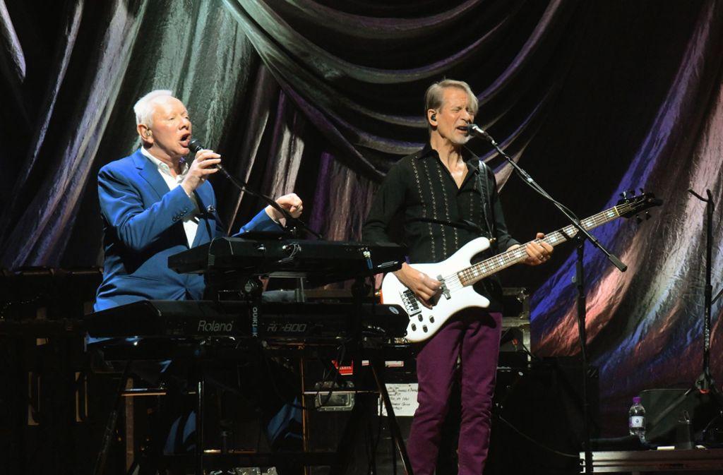 Joe Jackson (links) mit dem Bassisten Graham Maby beim Auftritt in Stuttgart Foto: Udo Eberl