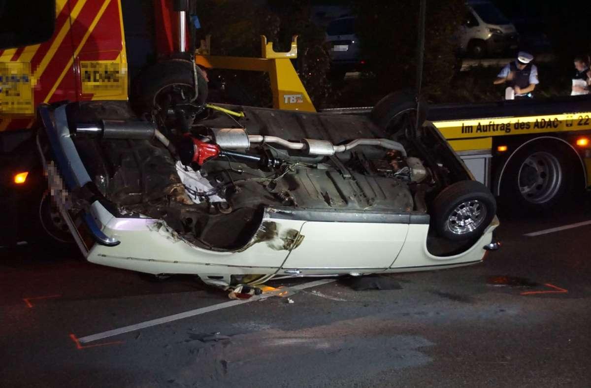 Der Opel Kadett überschlug sich mehrfach, nachdem er von einem entgegenkommenden Auto gerammt worden war. Foto: SDMG/Boehmler