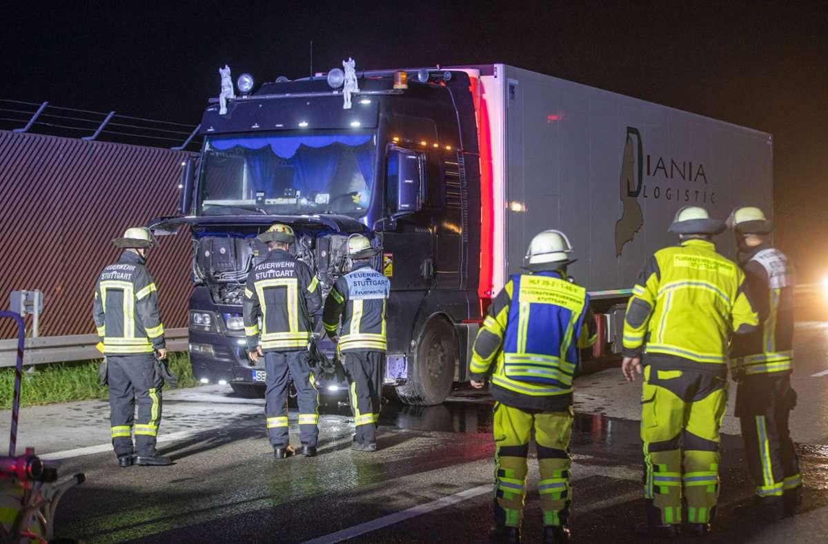 Nachdem der Fahrer den Brand mit einem Feuerlöscher unter Kontrolle brachte, alarmierte er die Feuerwehr. Foto: 7aktuell.de/Simon Adomat/7aktuell.de | Simon Adomat