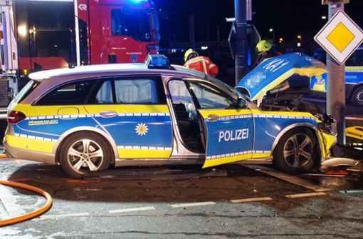 Streifenwagen fährt bei Rot - Unfall fordert drei Verletzte