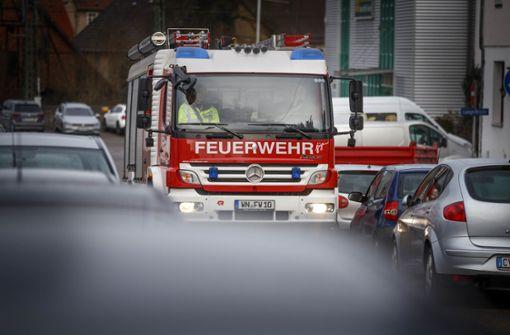Autos bremsen Feuerwehr aus