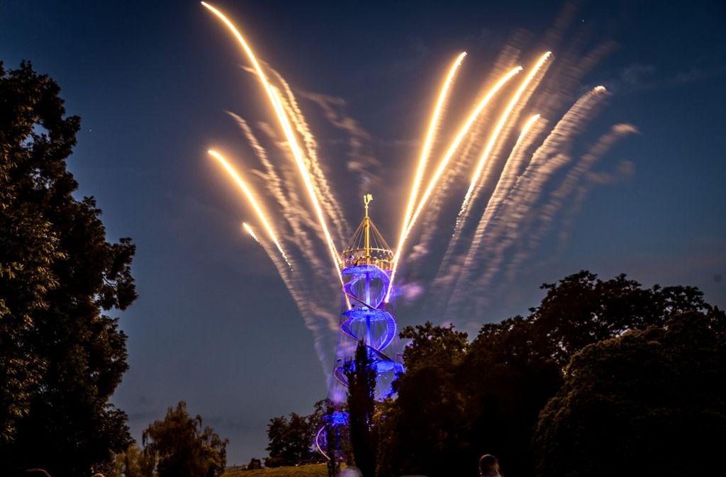 Der Höhepunkt des Lichterfests: das Brillantfeuerwerk am Turm. Foto: Lichtgut/Julian Rettig